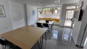 IH разполага с модерни офиси, оборудвани за мултимедийно обучение