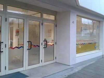 Входът към дома на чуждите езици в София.