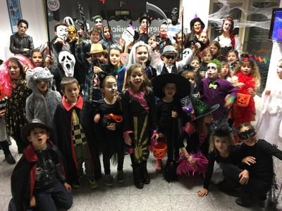 Учениците на IH с радост участват в нашата забава