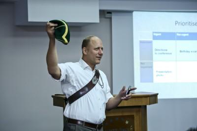 Саймън Харис управляващ директор на училището