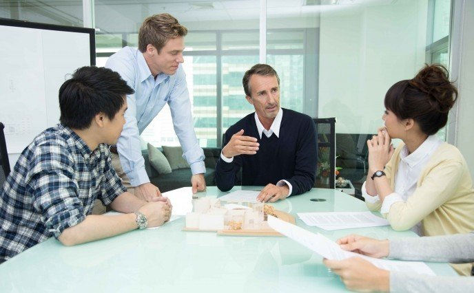 Персонализирано корпоративно обучение, Специализирани курсове по медицински, правен и финансов английски, Бизнес английски