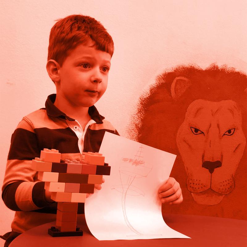 снимка на дете с рисунка