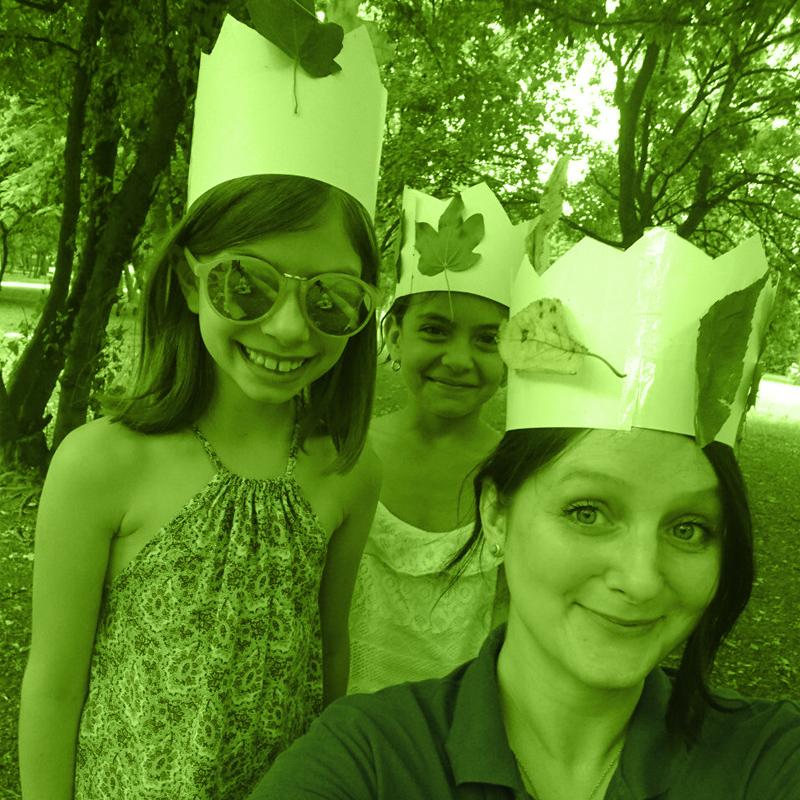 Сара с нейните ученици в школата на IH Sofia